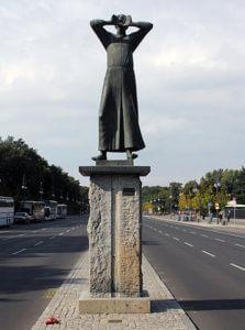 """Der Rufer"" (The Crier) statue in Berlin"
